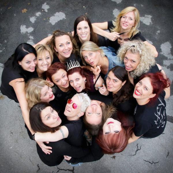 Fotoparty JGAGruppe von oben lacht in die Kamera Fotoshooting Dortmund Junggesellinnen Abschied BFF