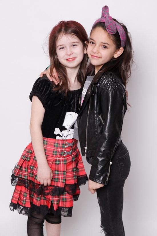 2 Mädchen verkleidet lächeln in die Kamera Fotograf Dortmund