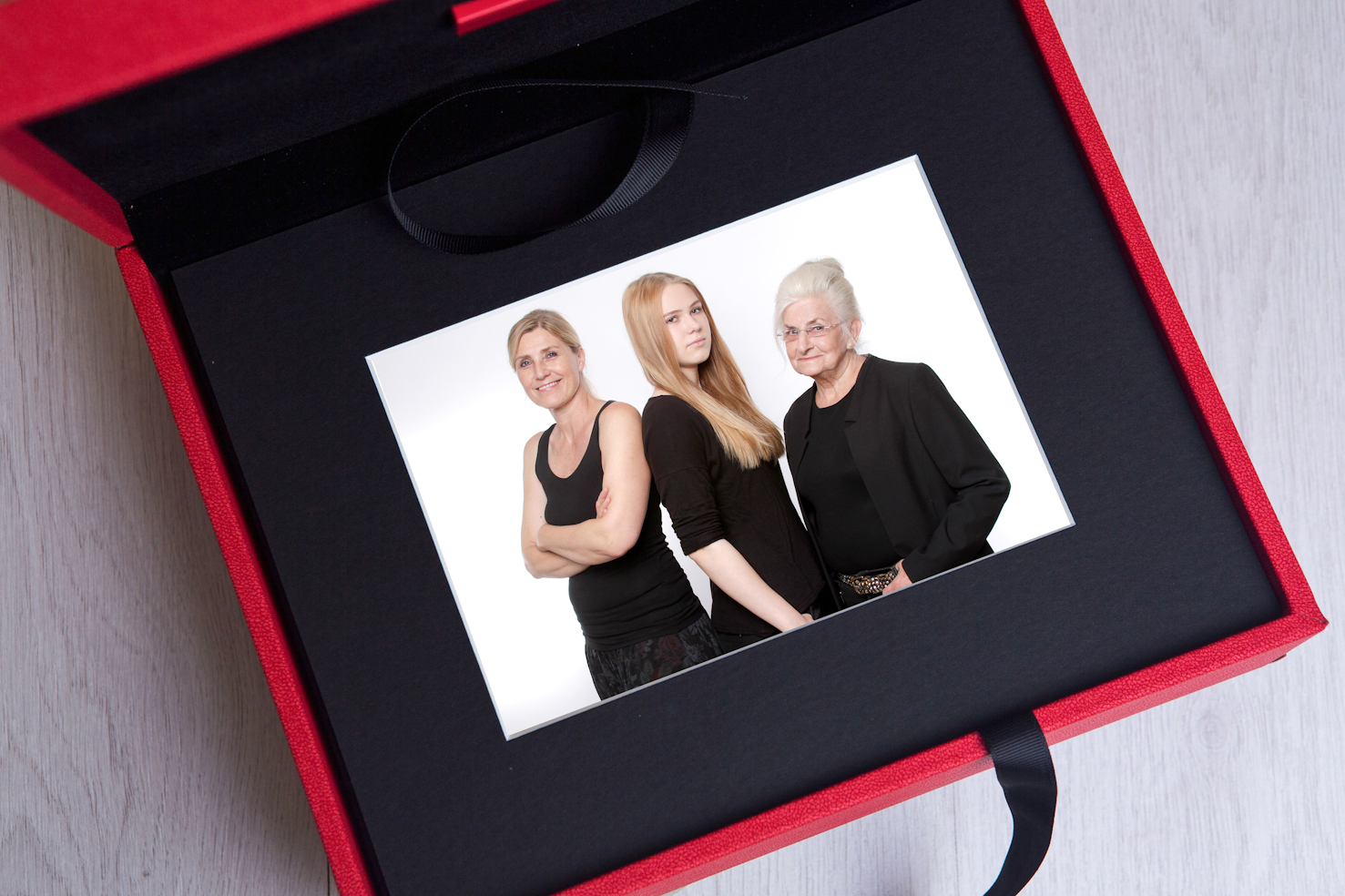 Fotoshooting Memorybox in rot JGA Fotoparty Dortmund Junggesellinnenabschied im Fotostudio