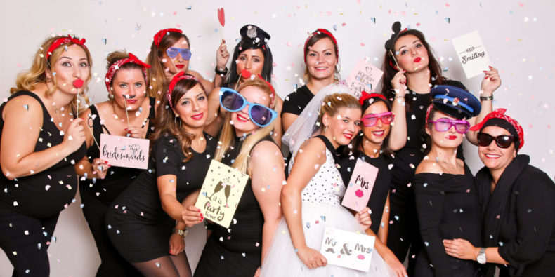 Fotoparty JGA Frauen Ideen Fotoshooting Dortmund mit Konfetti Fotobooth