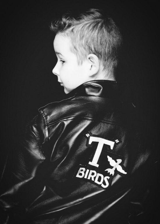 Kinder Geburtstag im Fotostudio Fotoparty Dortmund junger Mann sw schwarz-weiß in Lederjacke Fotoshooting